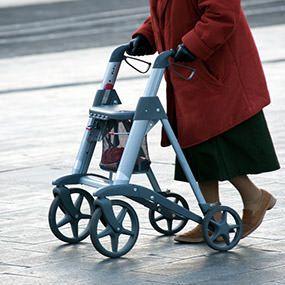 Hilfsmittel für die Mobilität von Senioren