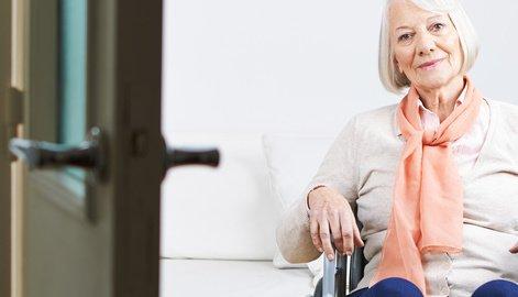 Hilfsmittel zum Wohnen für mehr Komfort im Alter